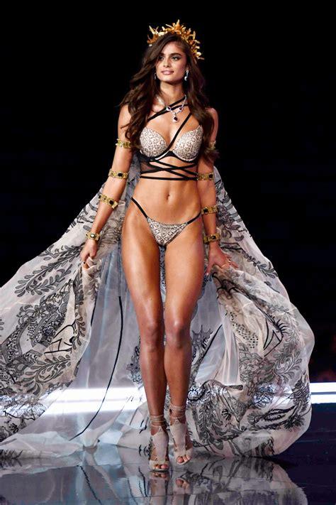 taylor hill  victorias secret fashion show runway