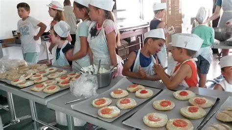 atelier cuisine enfants recette du burger corse paese di lava vacances