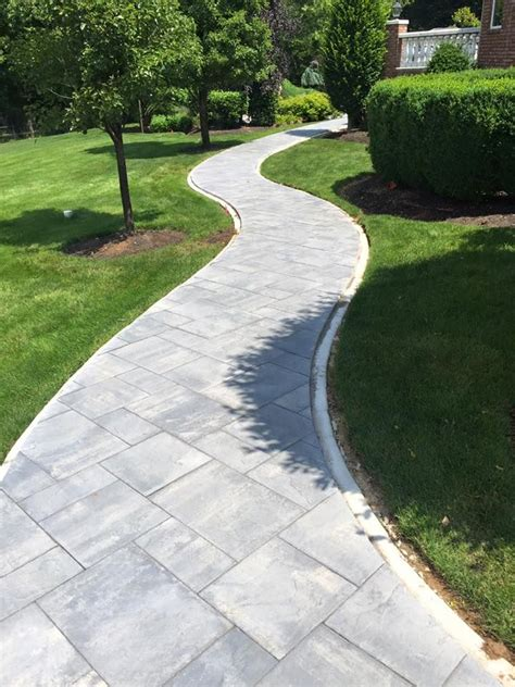 Backyard Sidewalk Ideas by Best 25 Paver Walkway Ideas On Walkways