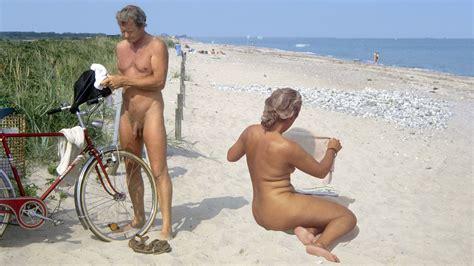 reife asiatische frauen nackt strand