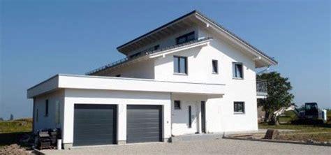 Häuser Mit Satteldach Und Garage by Architektenhaus Mit Versetztem Pultdach In Onnens H 228 User