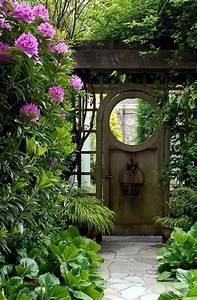 Sichtschutz Tür Garten : gartengestaltung ideen ein altes t r im garten 30 gartengestaltung ideen der traumgarten zu ~ Sanjose-hotels-ca.com Haus und Dekorationen