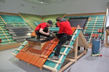 anschluss gaube an hauptdach die schnittstelle zur gaube dach holzbau