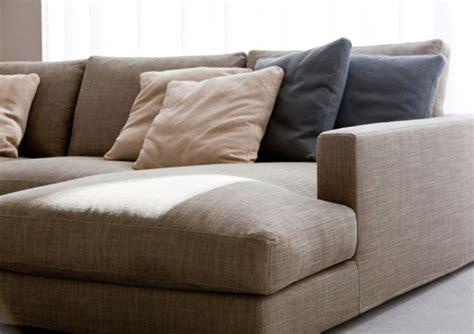 tache de sang sur canapé en tissu conseils comment nettoyer un canapé en tissu et enlever