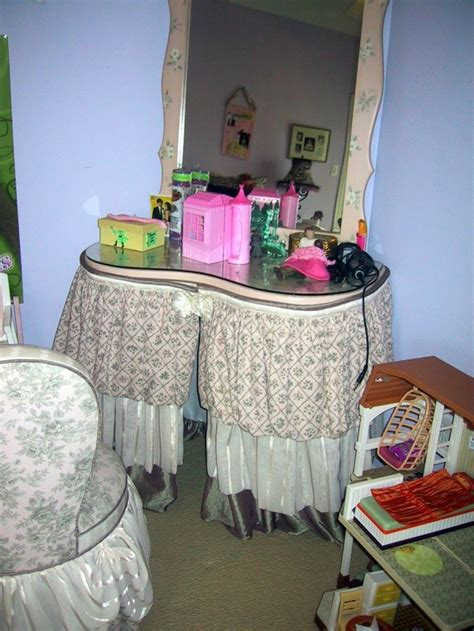 Bedroom Table Skirts by 20 Vanity Chairs With Skirt To Complement Classic Bedrooms