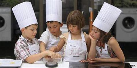 cours de cuisine enfants voici notre carnet d adresse de cours de cuisine pour enfants à découvrir