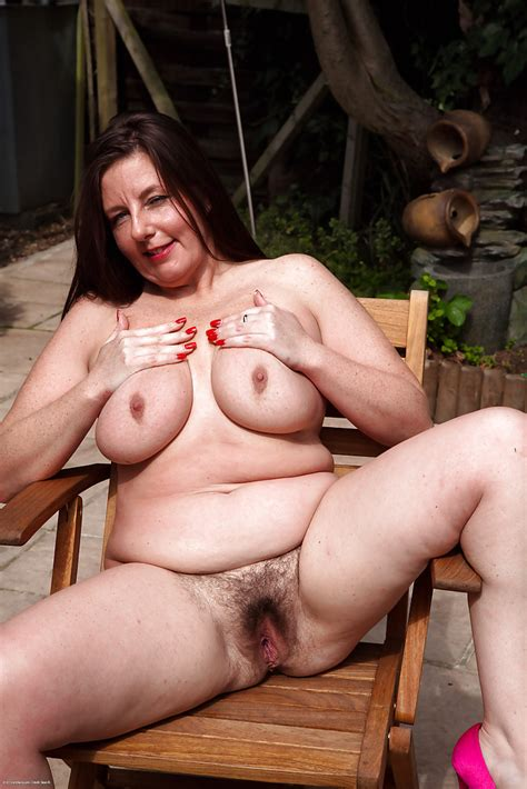 Lusty Mature Plumper With Big Saggy Tits Exposing Her