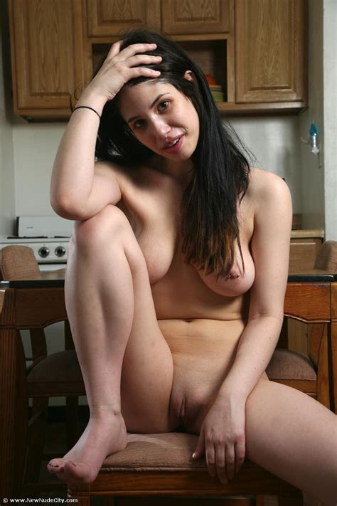 Curvy Amateur Girl Is Naked In Her Kitchen