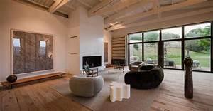 Una Casa Colonica Arredata Con Un Minimalismo Sobrio E Ricercato