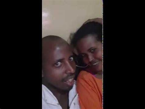 Gabar somali wasmo laga duubay wiil somali eh ka duubay dhiig baxeyso gabdhow hala is ilaliyo. Somali Wasmo Macan : Haweeneey Laga Duubay Muuqal Galmo Ah ...