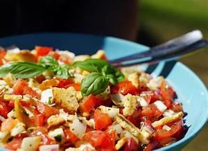 Sommerliche Salate Zum Grillen : brotchipssalat rezept f r einen besonders leckeren salat zum grillen m dchenmutter ~ A.2002-acura-tl-radio.info Haus und Dekorationen