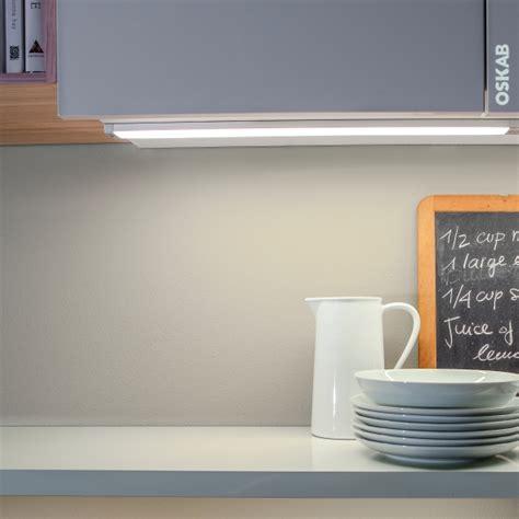 reglette cuisine avec prise reglette neon avec prise modle luminaire salle de bain