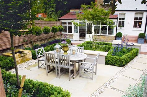 Small Garden : Redesigning A Small Garden-real Homes