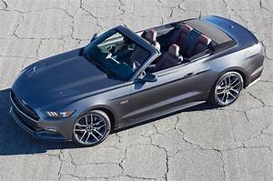 2015-Ford-Mustang-GT-convertible-front-side-view-from-above | Wind Restrictor®