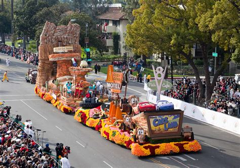 Boat Club Races Farmville Country Escape by Parade Fans Floored By Destination Cars Land Float
