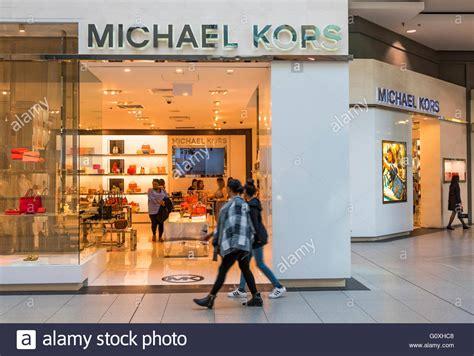 amerikanische möbel und accessoires michael kors store im eaton center die marke ist eine amerikanische luxusmode f 252 r handtaschen