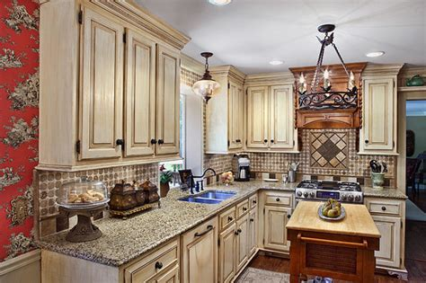 Country French Kitchen, Macon, Ga-traditional-kitchen