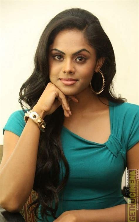 karthika cine actress actress karthika nair cute gallery gethu cinema