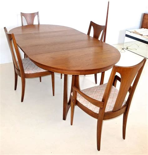 dining tables on broyhill brasilia walnut dining table and chairs at 1stdibs 6719