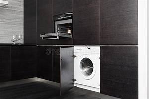 Waschmaschine In Küche : aufbauen in der waschmaschine und im kocher auf k che stockbild bild von auslegung k che ~ Watch28wear.com Haus und Dekorationen