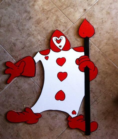 disney alice  wonderland card soldier queen  hearts