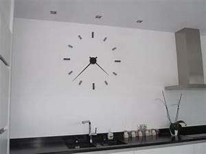 Grande Horloge Murale Design : horloge murale nouvelle collection 2013 galets deco design ~ Teatrodelosmanantiales.com Idées de Décoration
