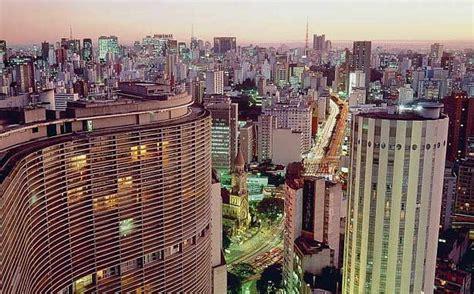 São Paulo, centro comercial y financiero de Brasil