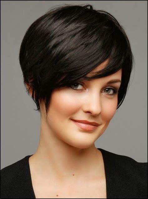 Coiffures courtes u00e9lu00e9gantes pour femmes aux cheveux u00e9pais | coupe courte et carru00e9e | Pinterest ...