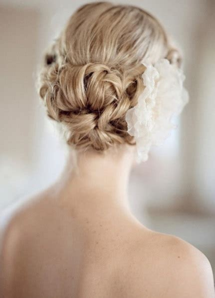 15 different wedding curly hairstyles