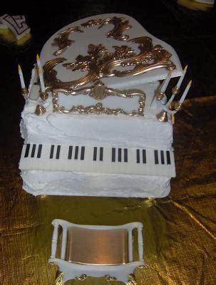 moms piano cake