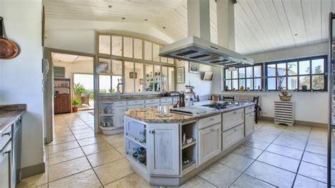 la plus grande cuisine du monde la villa la plus chère de l île de ré est à vendre