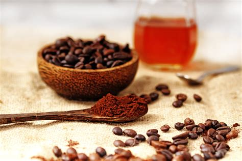 Start by measuring out the ingredients into a bowl. DIY Coffee Face Mask to Liven Up Your Complexion ...