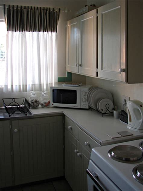 HOME DZINE Kitchen   Makeover Magic on a tiny budget