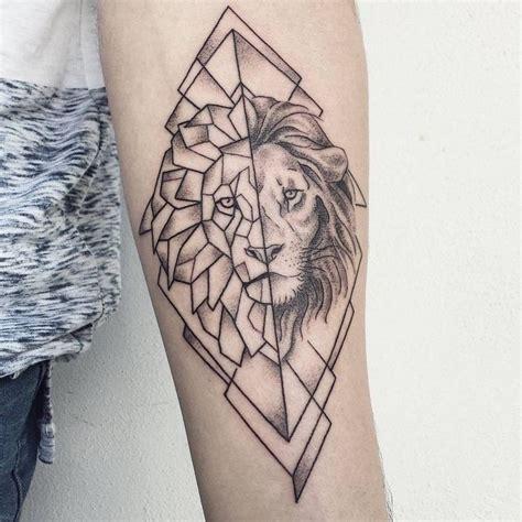 tatouage geometrique en  exemples pour femmes  hommes