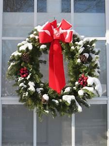 yard, and, garden, , construct, a, homemade, christmas, wreath