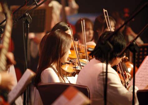 Akordeon merupakan alat musik sejenis organ dengan bentuk yang lebih kecil. Pengertian Musik Ansambel   Fungsi, Jenis, Penyajian & Contoh