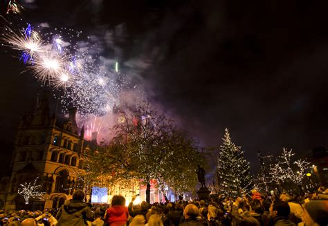 christmas in manchester markets lights opening times