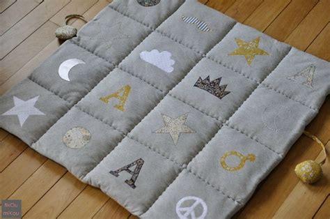 tapis de sol pour parc bebe 1000 id 233 es sur le th 232 me tapis d eveil sur tapis d 233 veil doudou et cartable enfant