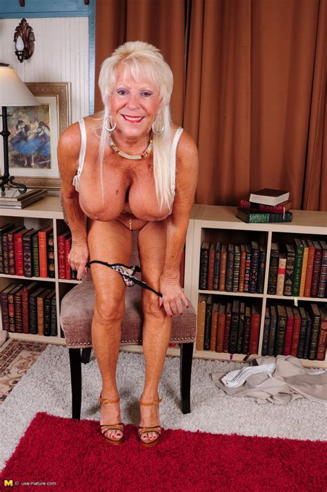 Big Brested american mature Lady Feeling A Bit Naughty Pichunter