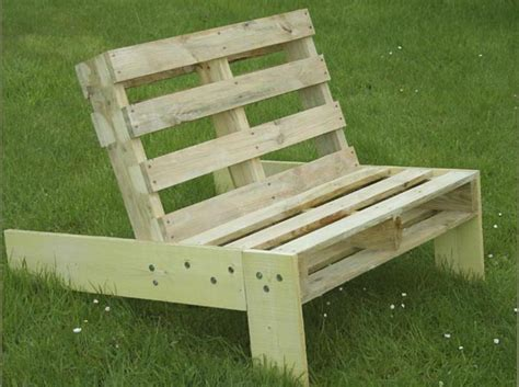 fauteuil de jardin en palette esprit cabane idees