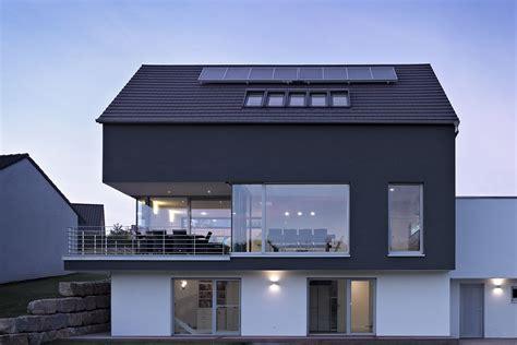 Moderne Häuser Balkon by Untergeschoss In Kombination Mit Hang Und Balkon Haus