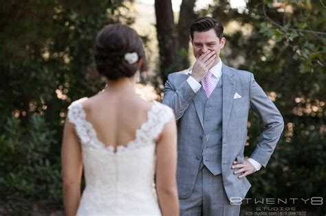 Pros And Cons Of A Wedding First Look