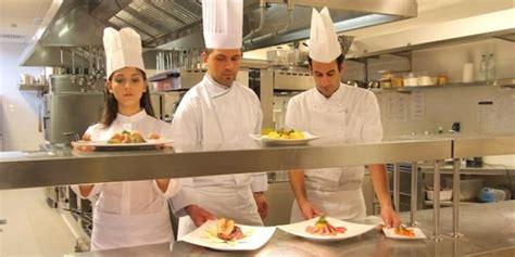 cuisine collective emploi la restauration collective recrutera 20 000 salariés en
