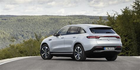 Mercedes Eqc 2018 by Eqc Suv Mercedes To Build 100 Electric Cars A Day