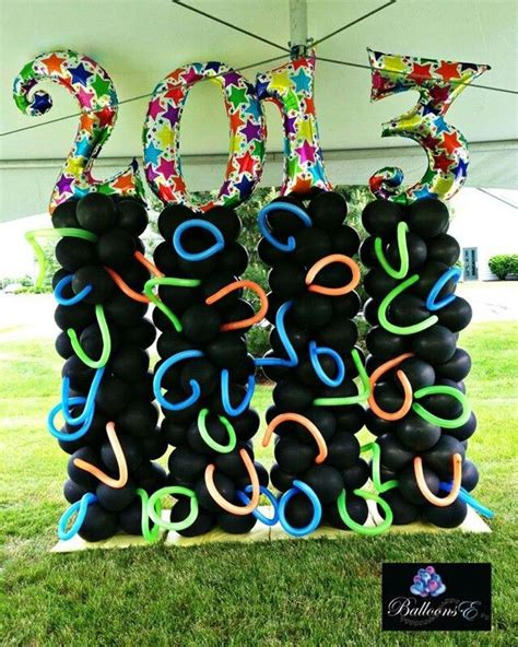 We have 41 of the best graduation party decorations and ideas. Graduation background | Balloon decorations, Balloons, Balloon wall
