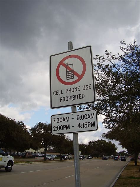 cell phone use while driving restrictions on cell phone use while driving in the united