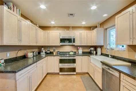 light birch kitchen cabinets light birch cabinets countertop paint color help 6956