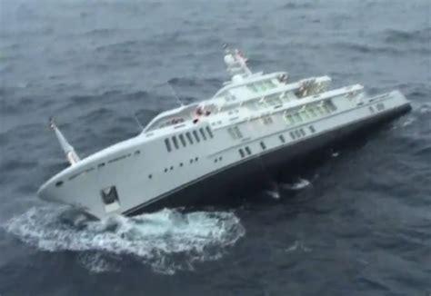le  grand yacht sous pavillon francais fait naufrage