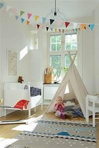 Tipi Pour Chambre : chambre bebe fille avec tipi et peinture blanche ~ Teatrodelosmanantiales.com Idées de Décoration