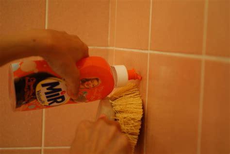 le carrelage mural de la salle de bain 233 tincelant la